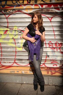IMG_0037_sac bleu à franges porté_web